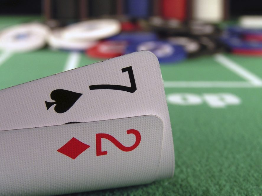 Is there only one worst hand in poker